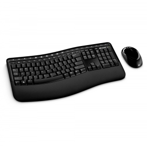 Combo teclado y mouse inalámbrico Microsoft 5050 color negro
