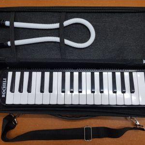 Melodica marca Bocheli de 32 notas Color Negro