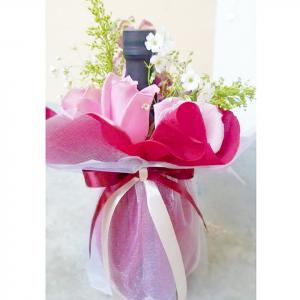 Botella de Vino Merlot y Rosas