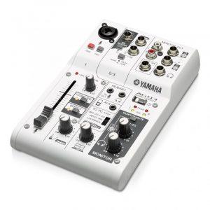 Mezcladora de 3 canales con interfaz de audio USB  YAMAHA AG03  color blanco