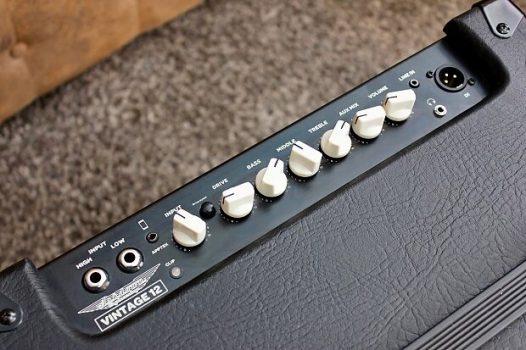Combo Bajo Eléctrico Cort Action V Plus Color Azul con Amplificador y Accesorios
