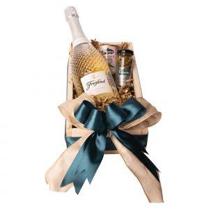 Canasta Navideña For You - Botella de vino Espumoso Freixenet Prosecco más productos Gold con Empaque